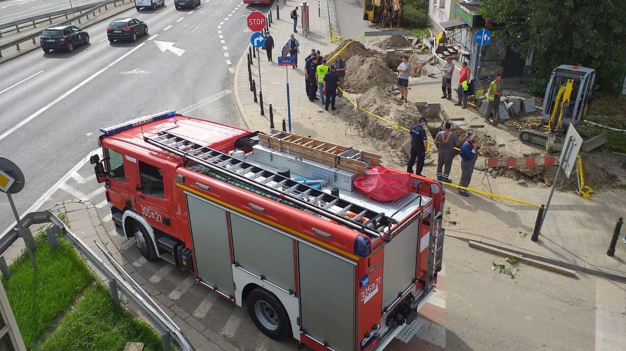 Awaria rurociągu z gazem na Saskiej Kępie. Straż: ewakuowano około 700 osób