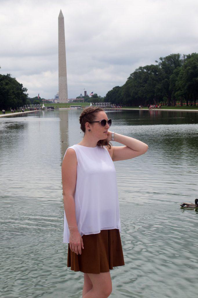 Outfit: White Plissé Blouse // Faux Suede Leather Skirt | Washington - DSC 0442 683x1024
