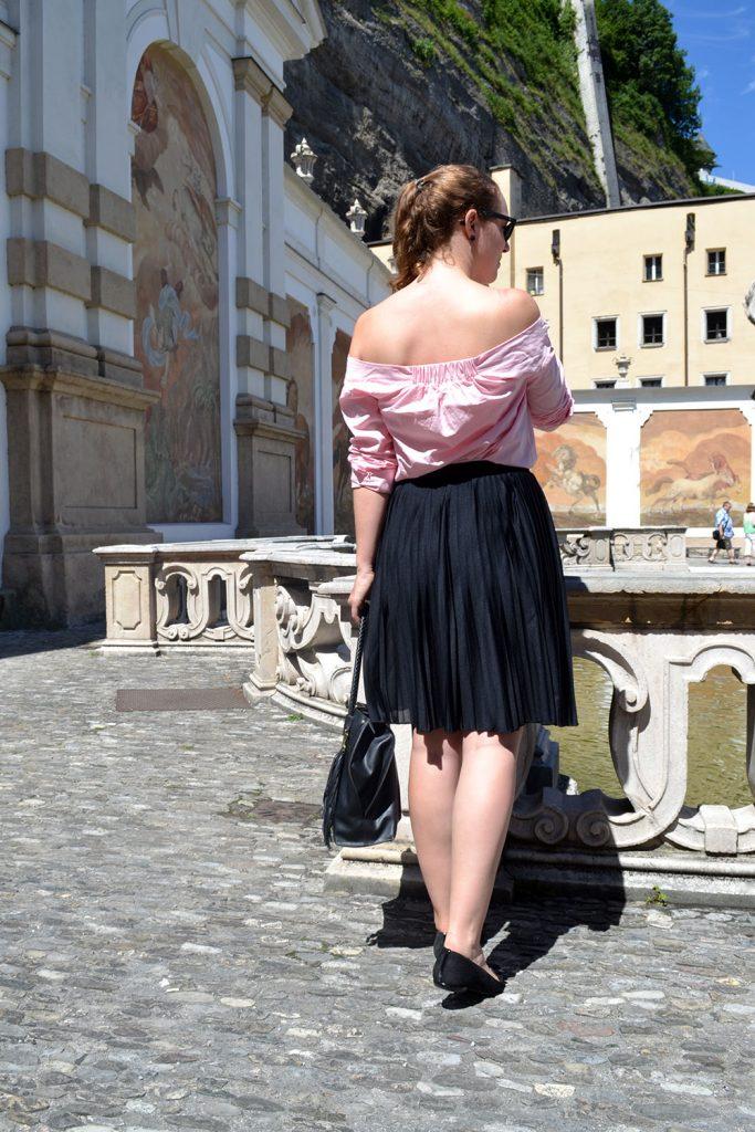 Outfit: Plissé & Pink Off Shoulder Blouse // Salzburg - plisse skirt 5 683x1024
