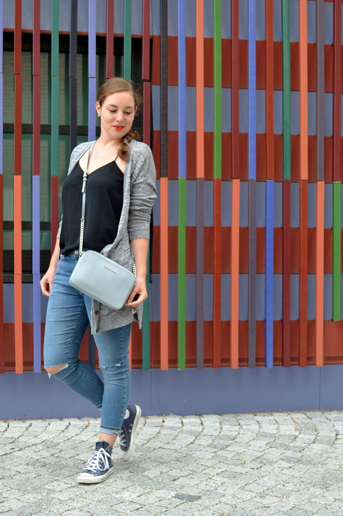 Outfit: Ripped Jeans & Cardigan // Munich - RippedJeans 3 682x1024