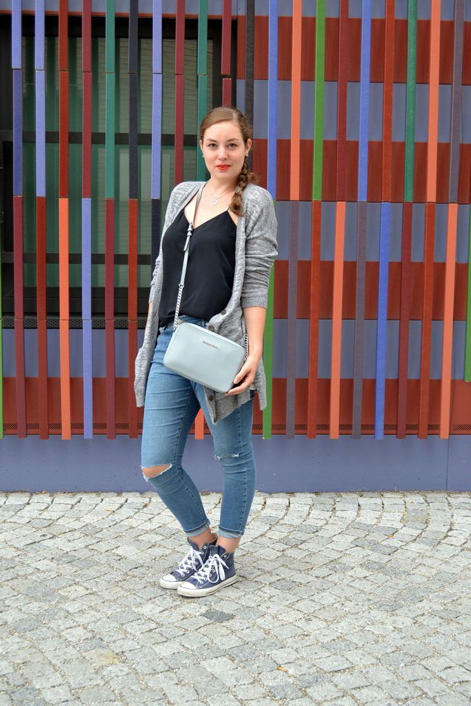 Outfit: Ripped Jeans & Cardigan // Munich - RippedJeans 4 683x1024