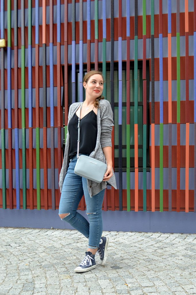 Outfit: Ripped Jeans & Cardigan // Munich - RippedJeans 5 682x1024