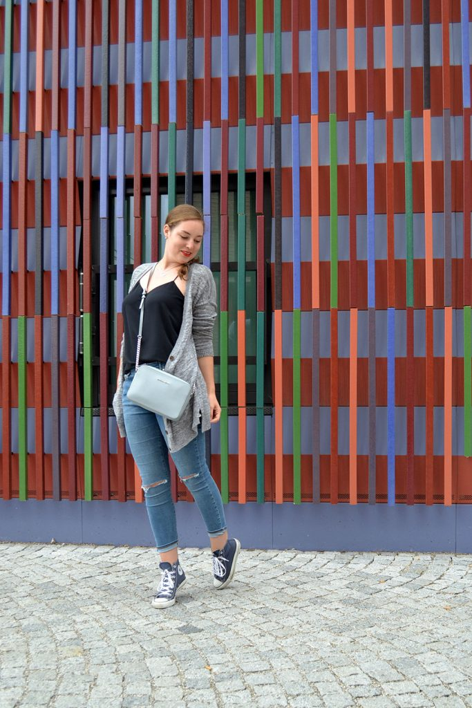 Outfit: Ripped Jeans & Cardigan // Munich - RippedJeans 6 683x1024