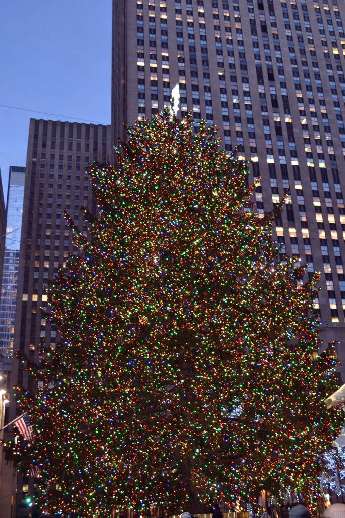 Travel Tip: Weihnachten in New York | USA - Rockefeller tree 683x1024