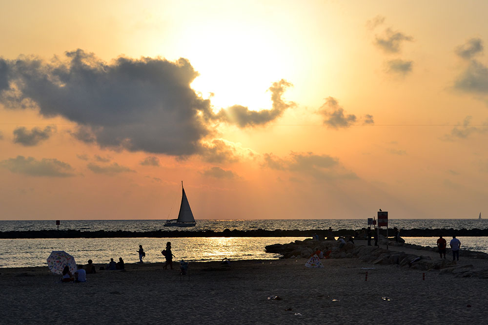 Travel Tip: 5 Things to Do in Tel Aviv