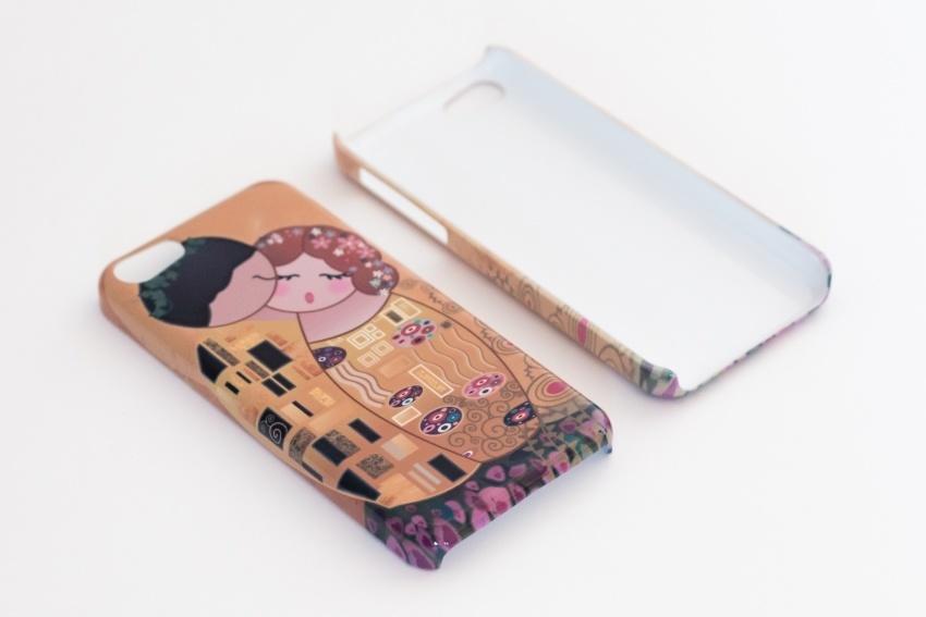 Funda de móvil 'Kokeshis el beso estilo Klimt' por Pendientera