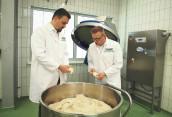 Vor Ort oder digital – das Bakery Innovation Center bietet alle Möglichkeiten, Kundenprodukte unter realen Produktionsbedingungen zu testen. (Bild: Vemag)