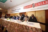 Signing a letter of intent: Barry Callebaut and the Cameroon government.