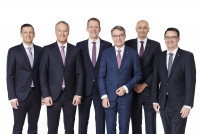 Dachser Executive Büro from January 2021: (v. li.) Alexander Tonn, future COO Road Logistics, Michael Schilling, currently COO Road Logistics; Burkhard Eling, from January 2021 CEO; Bernhard Simon, today CEO; Edoardo Podestà, COO Air & Sea Logistics; Stefan Hohm, future CDO. Image: Dachser