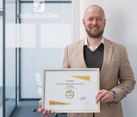 Volker Hummel, Werksleiter in Bielefeld, freut sich über den erreichten EcoVadis-Goldstatus. (Foto: Schumacher Packaging)