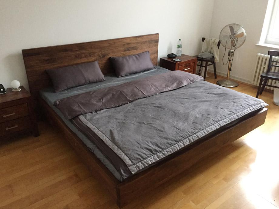 b35 bett nussbaum massiv schwebebett nach mass von frohraum. Black Bedroom Furniture Sets. Home Design Ideas