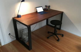 Referenzfoto: ET39 Schreibtisch aus Nussbaum Massivholz