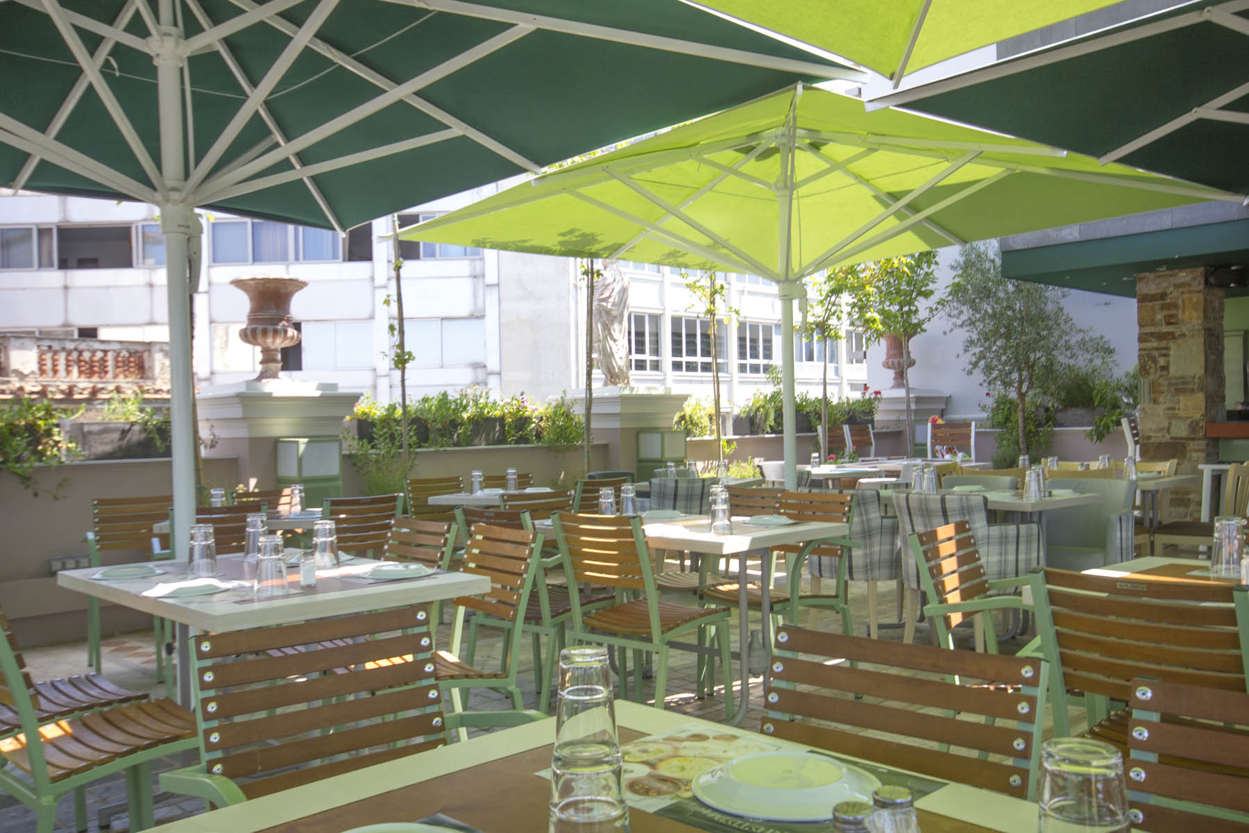 Roof garden bars restaurants with acropolis view in for Acropolis cuisine
