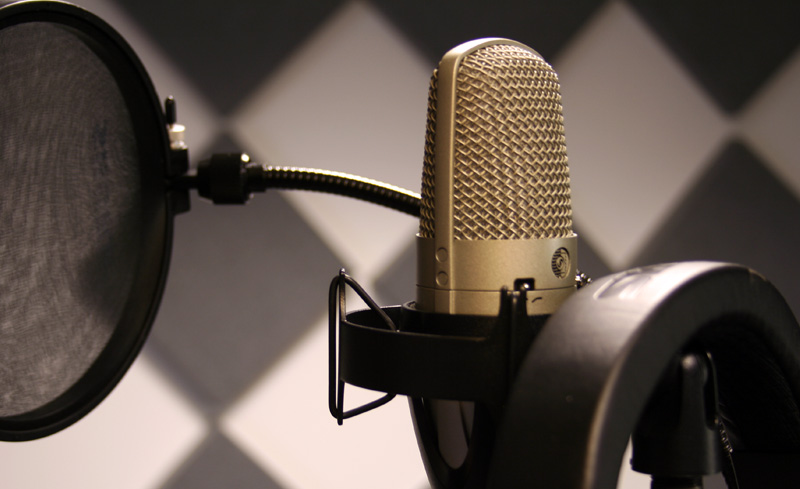 recording-vocals-pop-filter