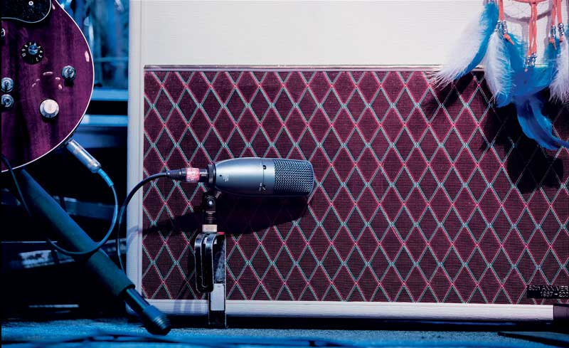 condenser-on-guitar-cab