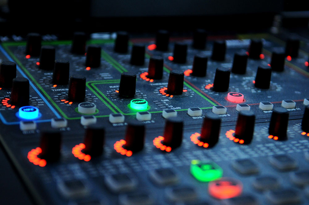 mixing-desk-digital-web