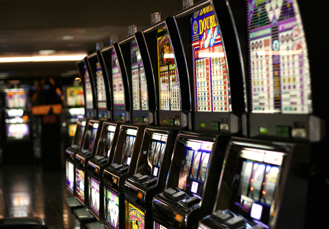 Video Slots vs. Jackpot Slots: Which One Should You Play?