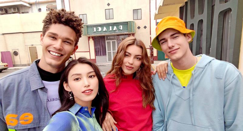 AI group selfie