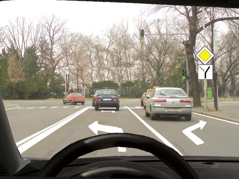 Cum procedaţi dacă v-aţi încadrat pe banda din stânga, deşi intenţionaţi să viraţi la dreapta?