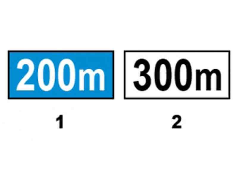 Care dintre panourile adiţionale alăturate indică distanţa între indicator şi începutul unui loc periculos?