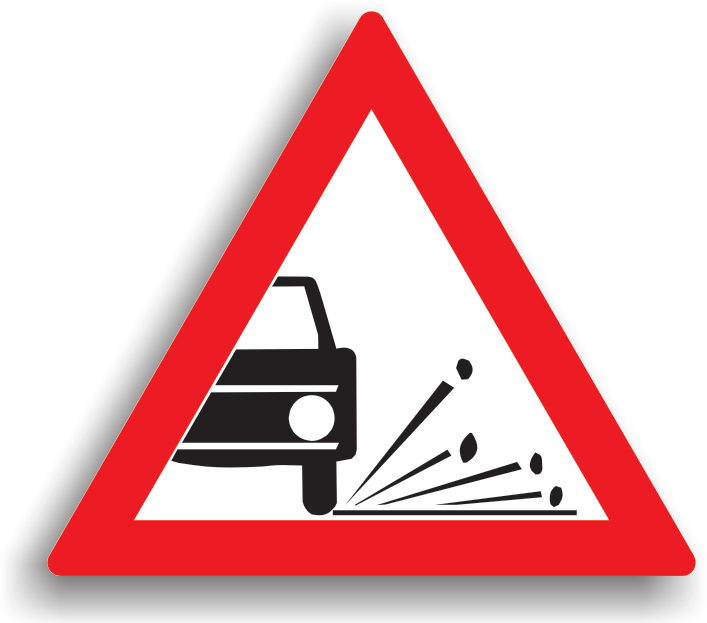 """Se amplaseaza la 100-200 m de sectorul de drum periculos. Poate fi insotit de indicatorul """"Interzis autovehiculelor de a circula fara a mentine intre ele un interval de cel putin ... m"""", deoarece exista riscul ca pietrisul de pe partea carosabila sa fie aruncat de rotile vehiculului catre ceilalti participanti la trafic. La intalnirea acestui indicator, conducatorului auto ii este recomandat preventiv sa reduca viteza si sa pastreze o distanta fata de vehiculul care circula in fata sa."""