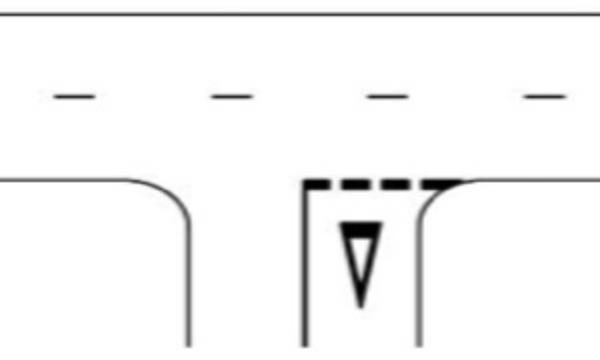inaintea unei asemenea linii se poate aplica pe partea carosabila un marcaj sub forma de triunghi, avand o latura paralela cu linia discontinua, iar varful indreptat spre vehiculul care se apropie.