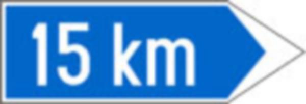 Indica directia si distanta pana la locul la care se refera indicatorul impreuna cu care este montat. Aceste informatii sunt inscriptionate pe un astfel de panou aditional in cazul in care ele nu pot fi inscrise direct pe indicator.