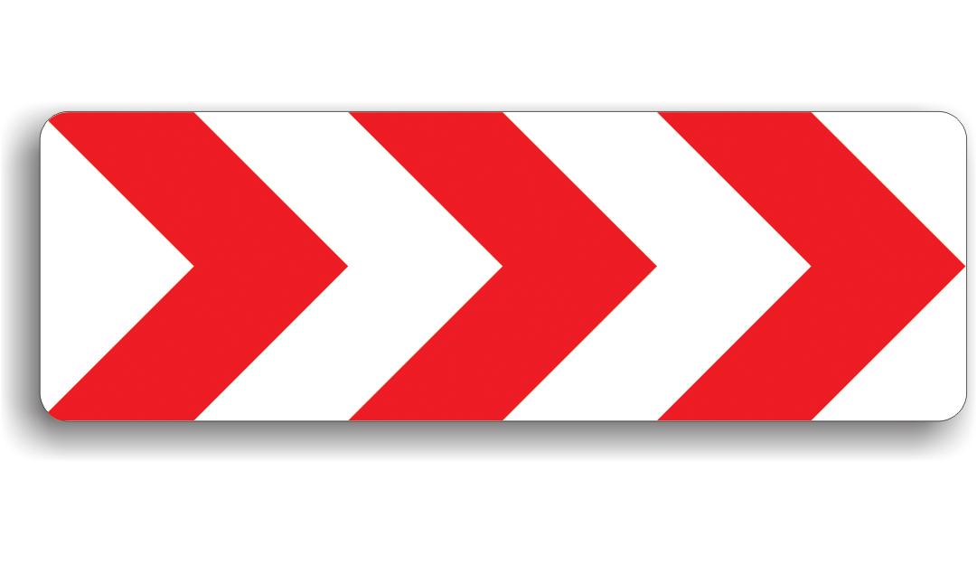 Acest indicator se monteaza in curbe cu raze mai mici de 100 m, sensul sagetilor indicand sensul virajului. Conducatorul trebuie sa circule cu viteza de max. 30 km/h in localitate si max. 50 km/h in afara localitatii, toate manevrele (depasirea, oprirea, stationarea, mersul inapoi, intoarcerea) fiind interzise.