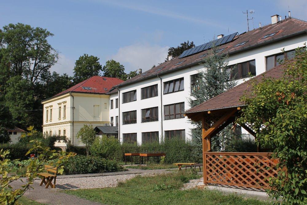 Střední škola a základní škola Žamberk se sídlem Žamberk, Tyršova 214, PSČ 564 01   logo