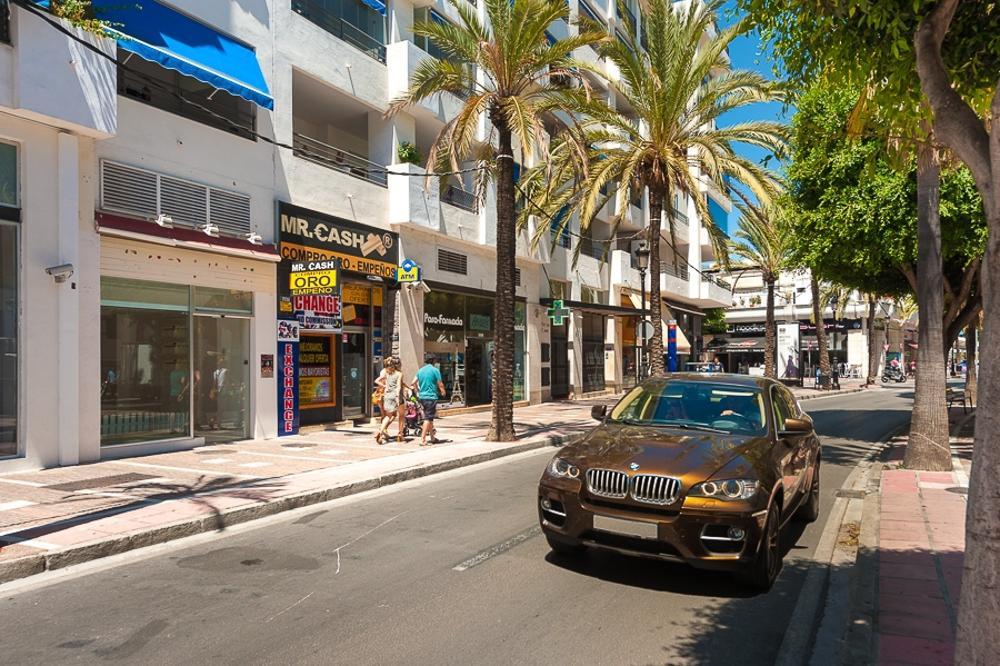 puerto banús málaga bedrijfspand foto 3774441