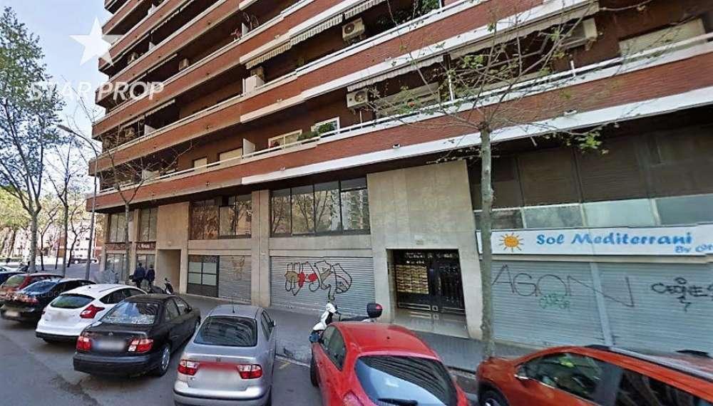 sant martí-la verneda-la pau barcelona winkelpand foto 3871988
