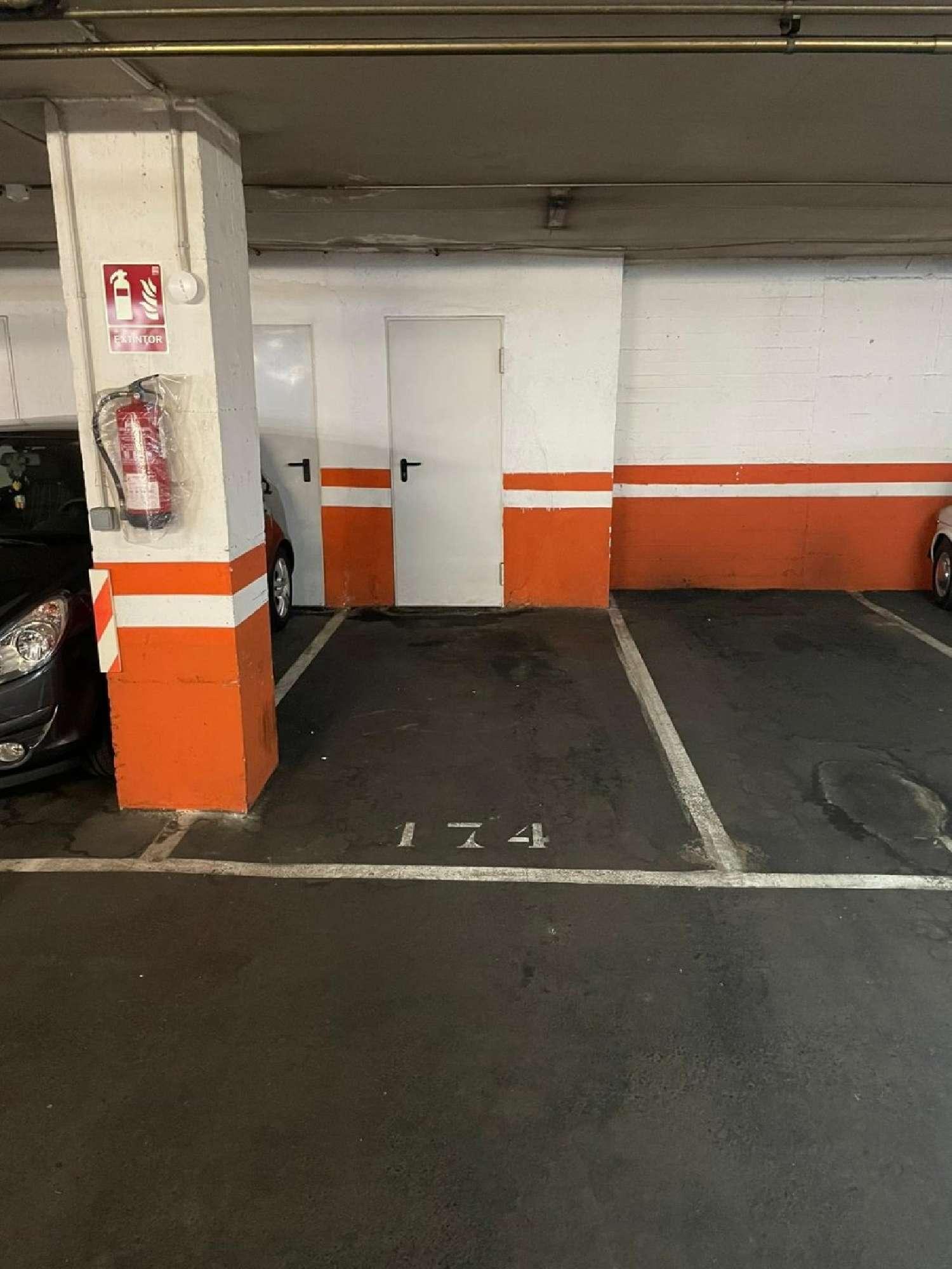 nou barris-la guineueta barcelona aparcamiento foto 4596743