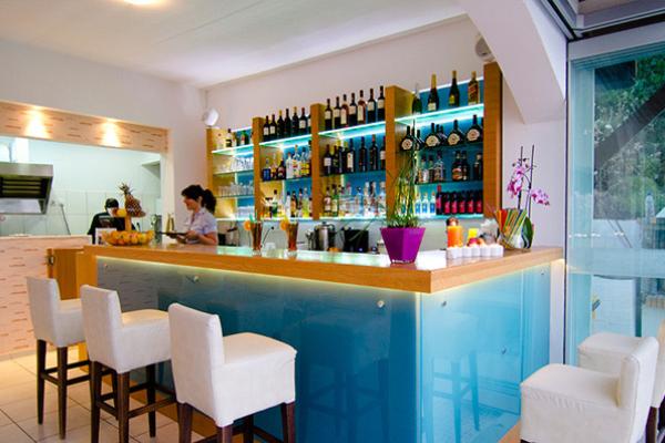 Frida restaurant bar 3