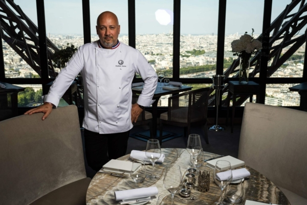 Jules Verne restaurant 2
