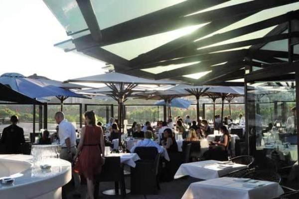 Les Ombres restaurant rooftop bar 2