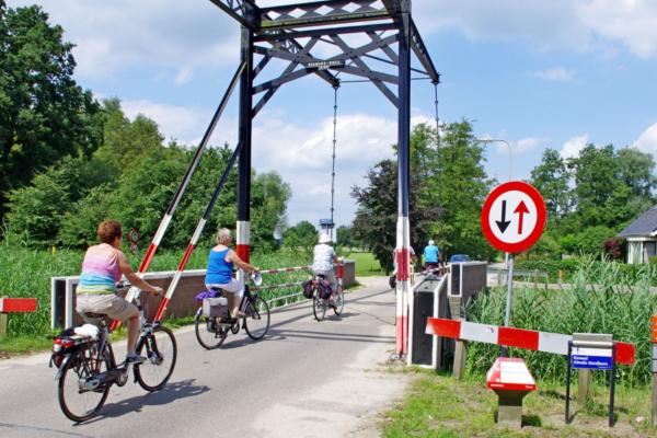 Kanaal fietsers 12