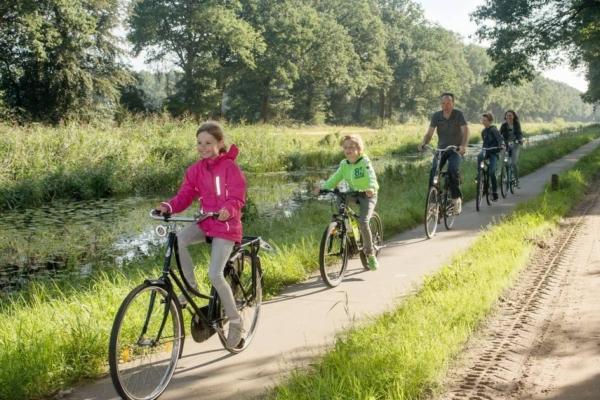 Kanaal fietsers 6