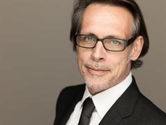 Headshots Roland Schneider