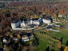 """Vorschaubild für Stock Bild """"img-20151105-152536-aerialstock-the-grand-dolder-00013"""""""