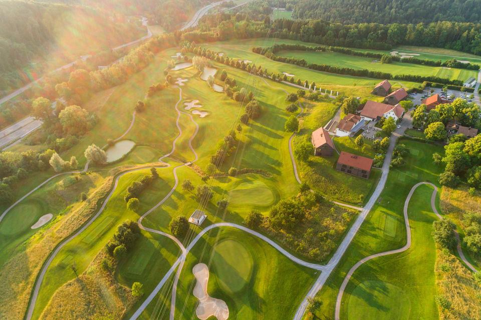 img-20180607-202907-aerialstock-golfplatz-kyburg-winterthur-00032