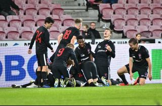 10-1: FCM buldrede videre i Youth League