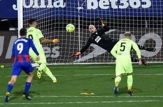 Eibar-keeper scorede i nyt Luis Suarez-show