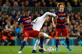 Fri Dani Alves er klar: Barca kan bare ringe