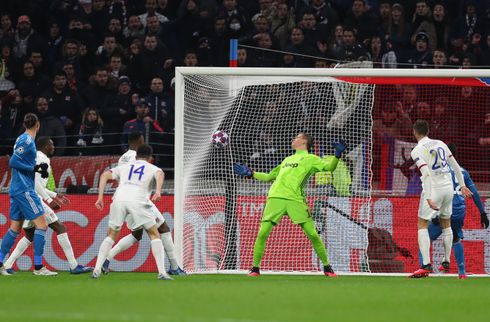Helflugter sikrede Lyon sejr trods Juve-pres
