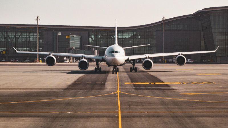 Branża lotnicza budzi się do życia. Kiedy parkingi lotniskowe zaczną działać?
