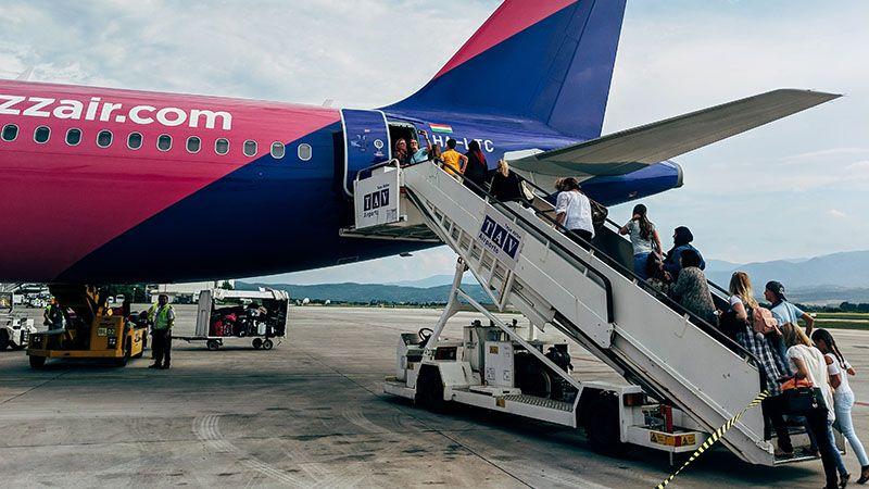 Jakie linie lotnicze uruchamiają swoje loty? Nowe siatki połączeń według lotnisk