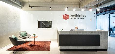 """משרדים במקום אופן ספייס ונגיעות עיצוביות של ד""""ר סוס: כך נראים המשרדים של RedisLabs"""