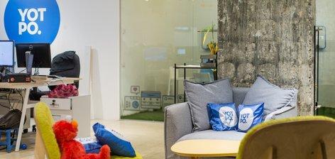 בונים שרירים לעסקים הקטנים: הצצה למשרדי Yotpo