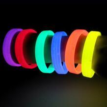 1 pc световой Красочные светиться браслет Детские игрушки Flash подарки Светодиодный лампочки с изображением героев мультфильмов светится в темноте детские игрушки для детей rodtnes 32952648916