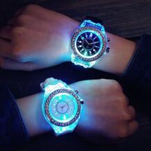 Унисекс ЖЕНЕВА Спортивные Водонепроницаемый светодиодный Подсветка силиконовой лентой кварцевые наручные часы BLUELANS 32771145347